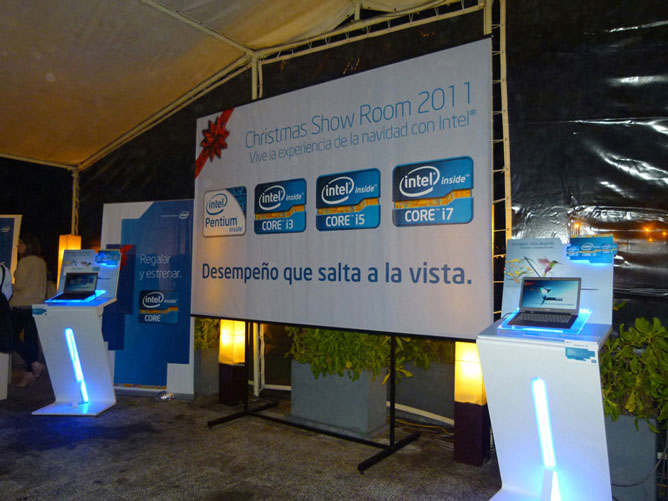 intel presentó su christmas show room 2011